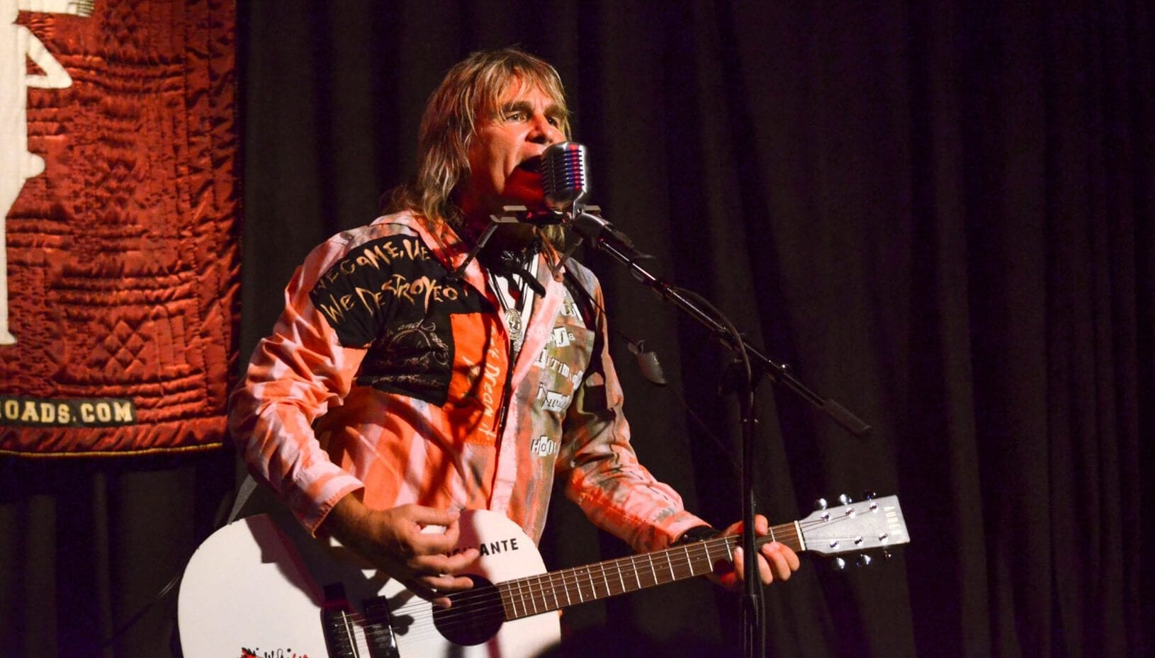 Mike Peters on Stage