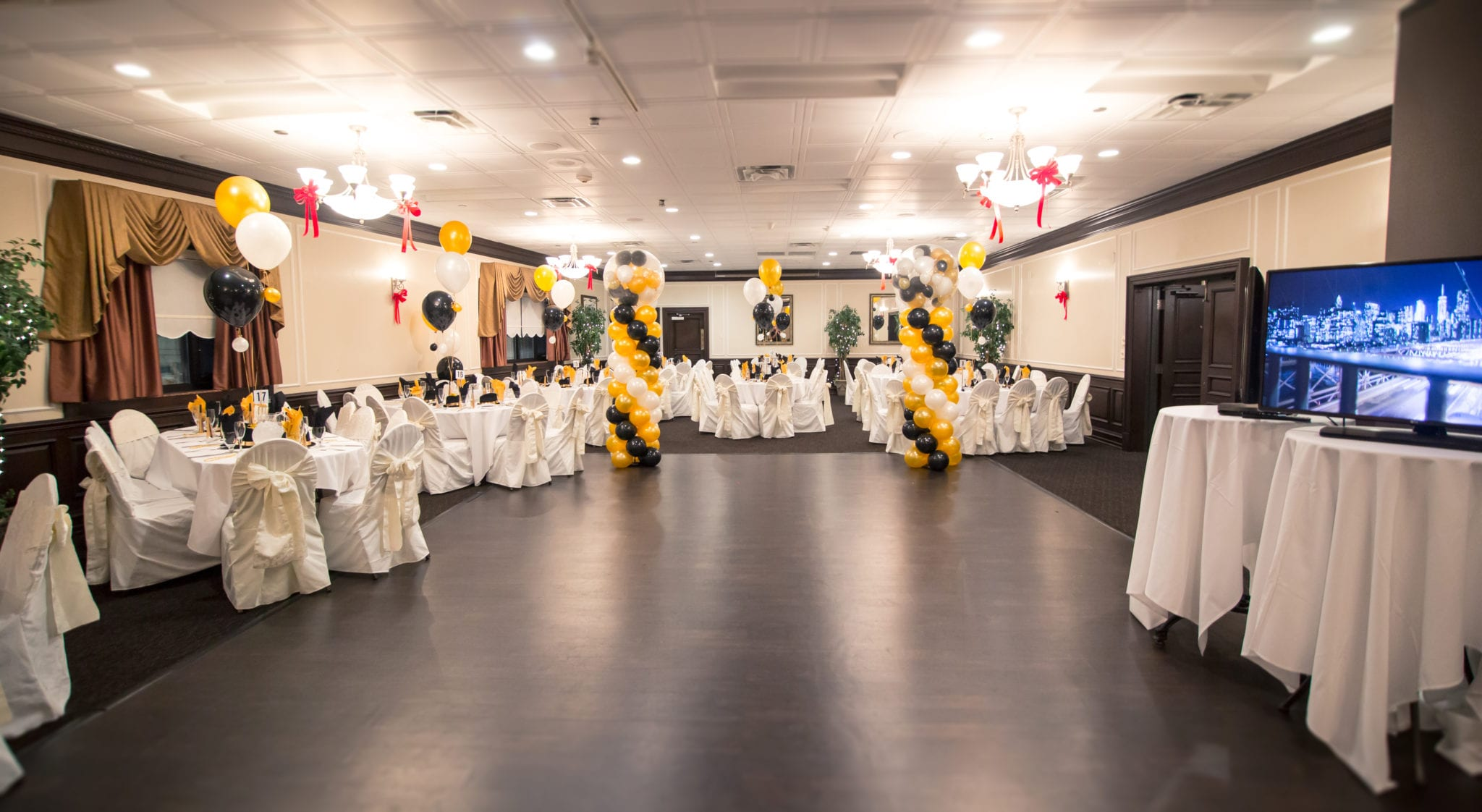 Cucina Calandra's New Year's Eve Grand Ballroom Bash
